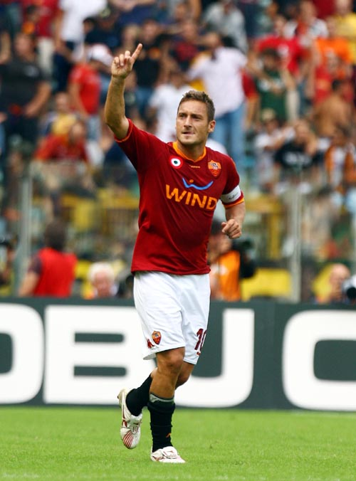 totti_celebrating1.jpg